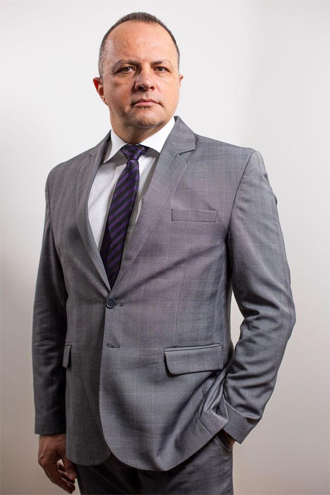 Perfil-Advogado-especialista-em-Direito-Previdenciario-Aposentadoria-hibrida-Eleandro-Esteves-Guimaraes